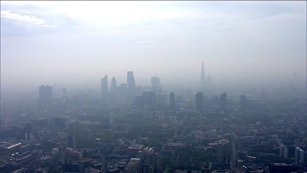 Londres cobra taxa para controlar poluição
