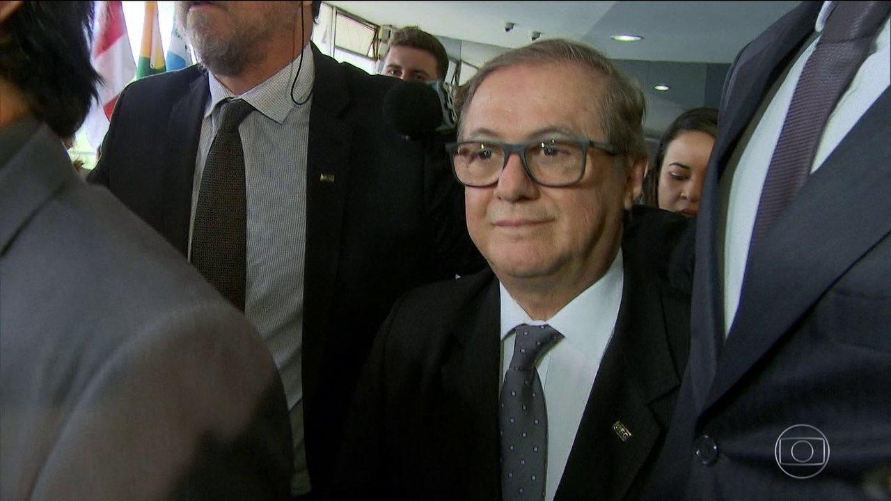 Bolsonaro demite ministro da Educação após três meses de polêmicas