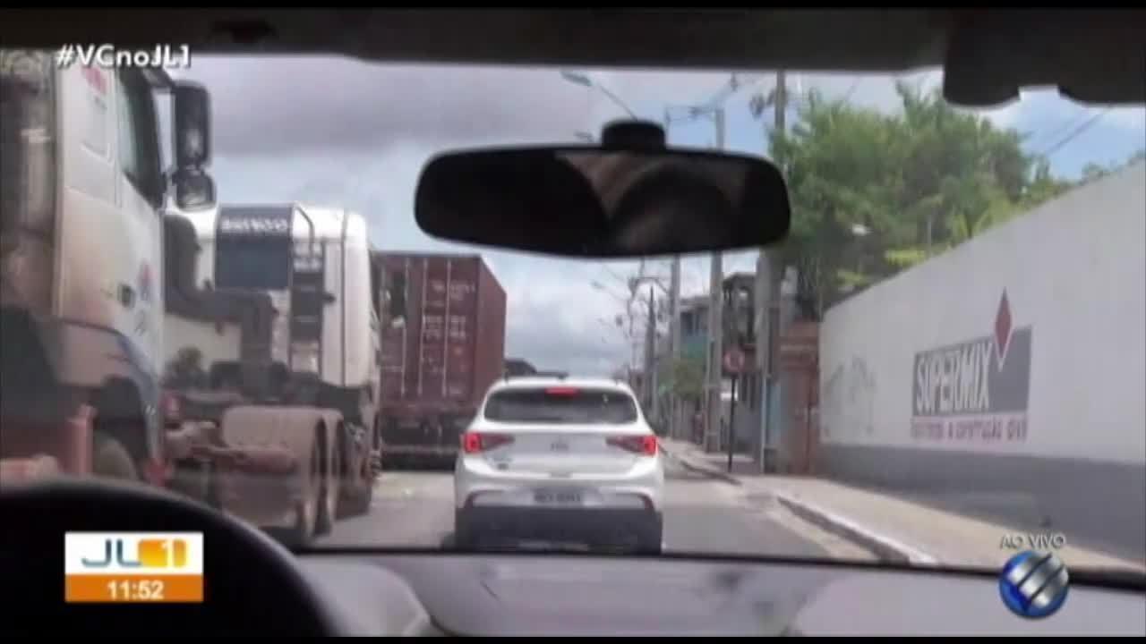 Após queda da ponte, filas de caminhões prejudicam trânsito em Belém