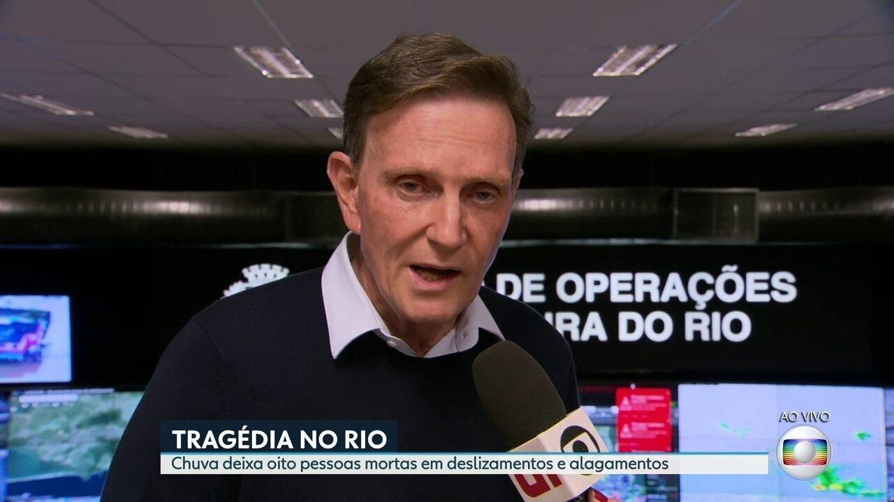 'Estamos trabalhando há mais de 12 horas', diz Marcelo Crivella