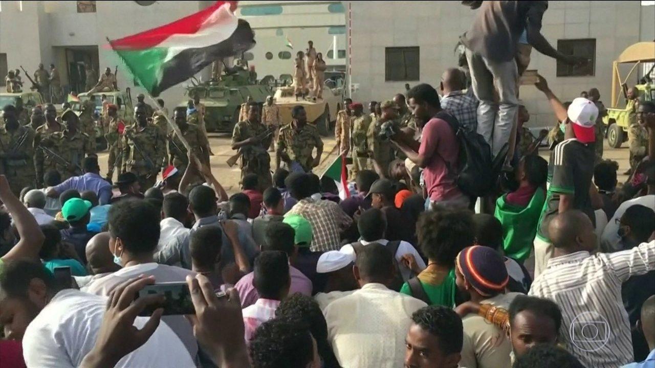 Um golpe militar derrubou o ditador do Sudão, que estava há 30 anos no poder