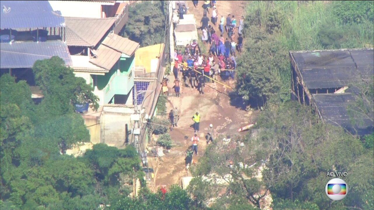 Feridos no desabamento no RJ estão sendo levados para hospital na Barra da Tijuca
