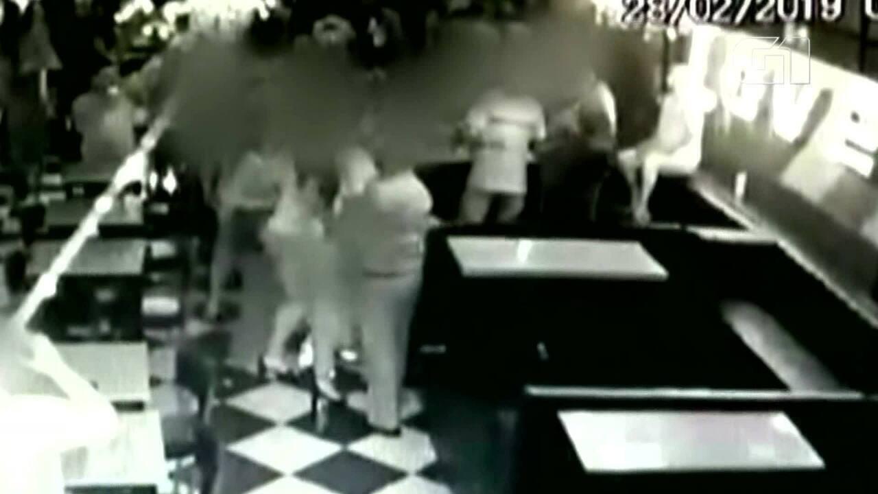 Preso casal suspeito de tentativa de homicídio após discussão em bar de Porto Alegre