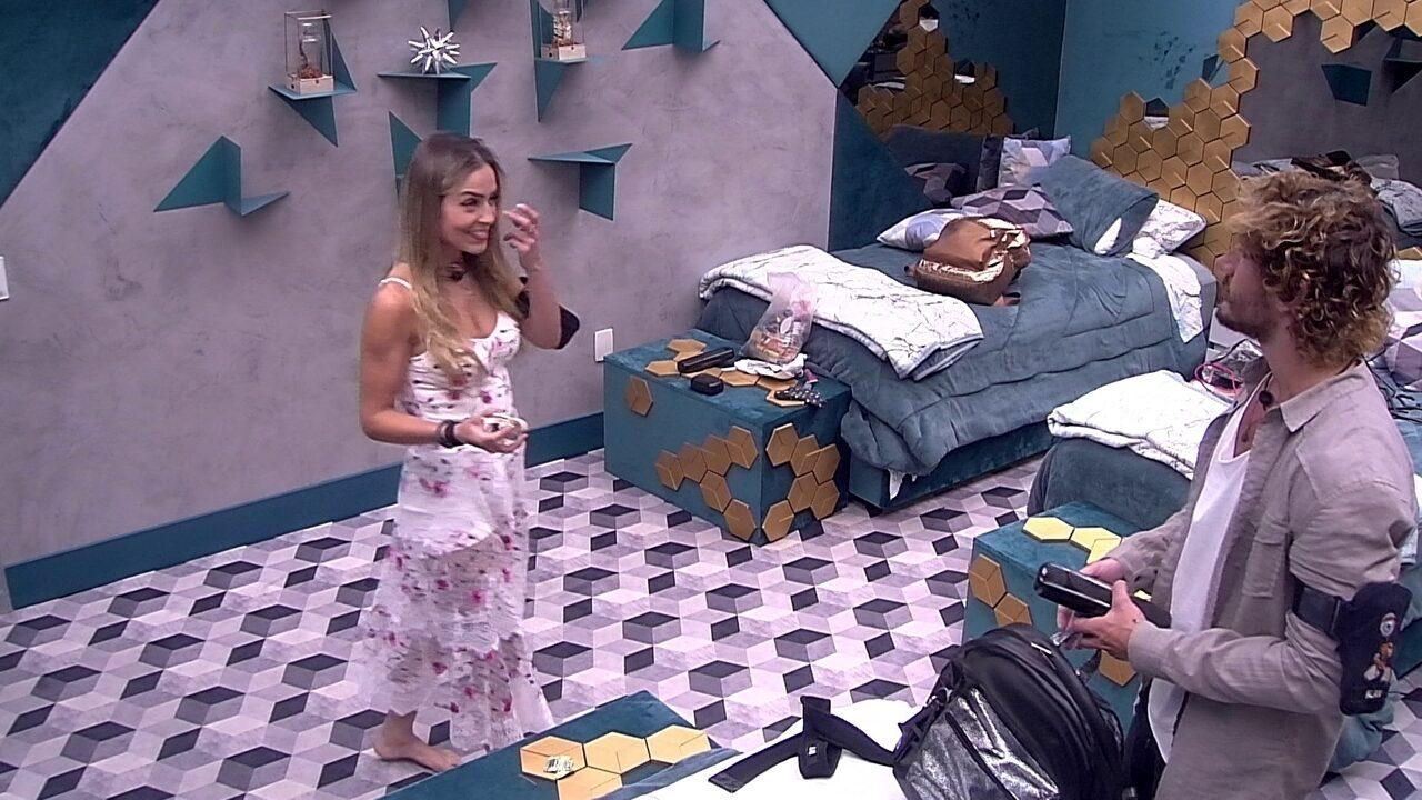 Paula comenta: 'O Tiago vai me conhecer com perfume de duas horas atrás?'