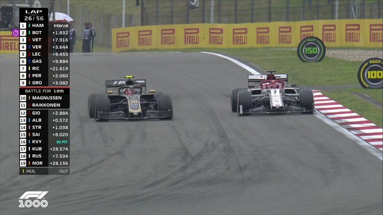 Kimi Raikkonen ultrapassa Magnussen