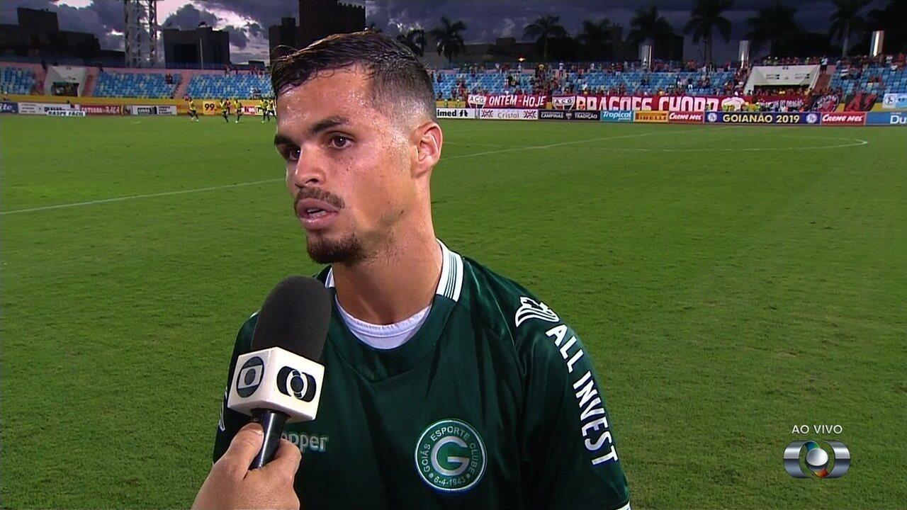 Michael lamenta derrota e pede cabeça erguida no Goiás
