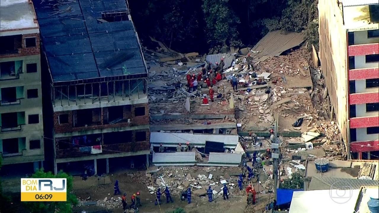 Polícia procura responsáveis pela construção dos dois prédios que desabaram na Muzema