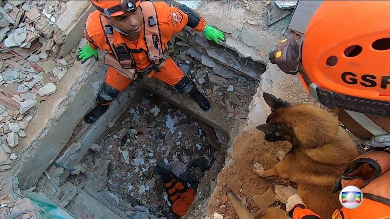 Nossos repórteres acompanharam de perto o trabalho dos bombeiros nos escombros da Muzema