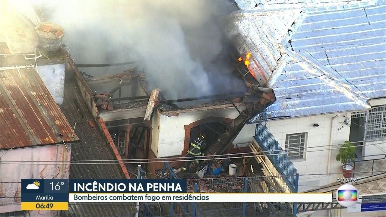 Incêndio atinge edificação na Penha, na Zona Leste