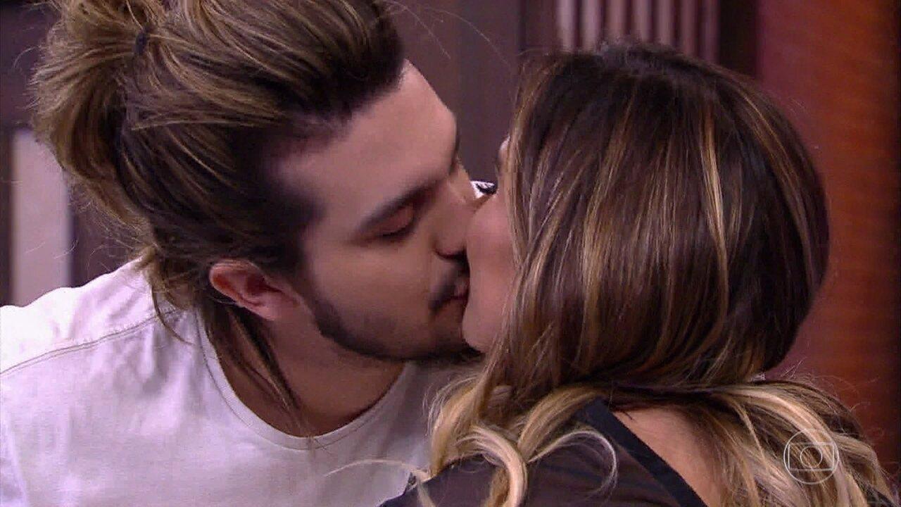 Luan Santana beija Tatá Werneck