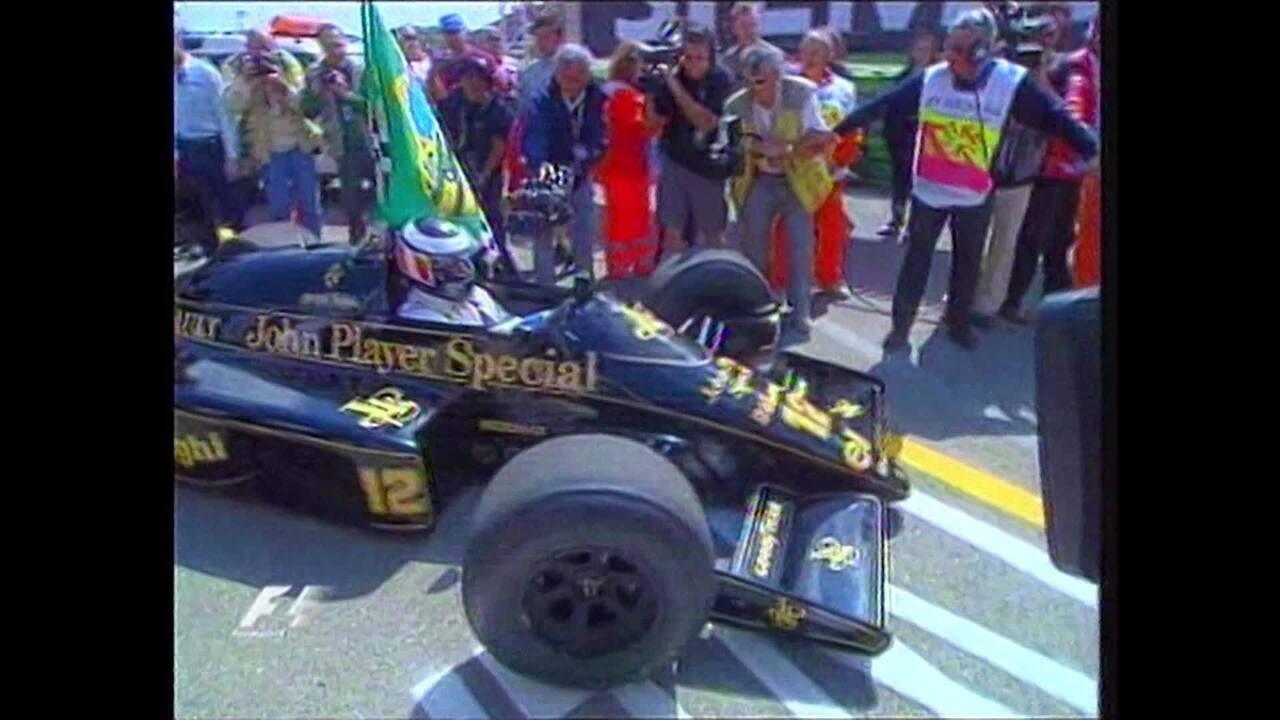 Homenagem de Gerhard Berger a Ayrton Senna com a Lotus-Renault em Imola, em 2004