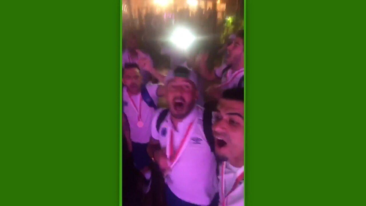 Jogadores do Cruzeiro cantam música das arquibancadas