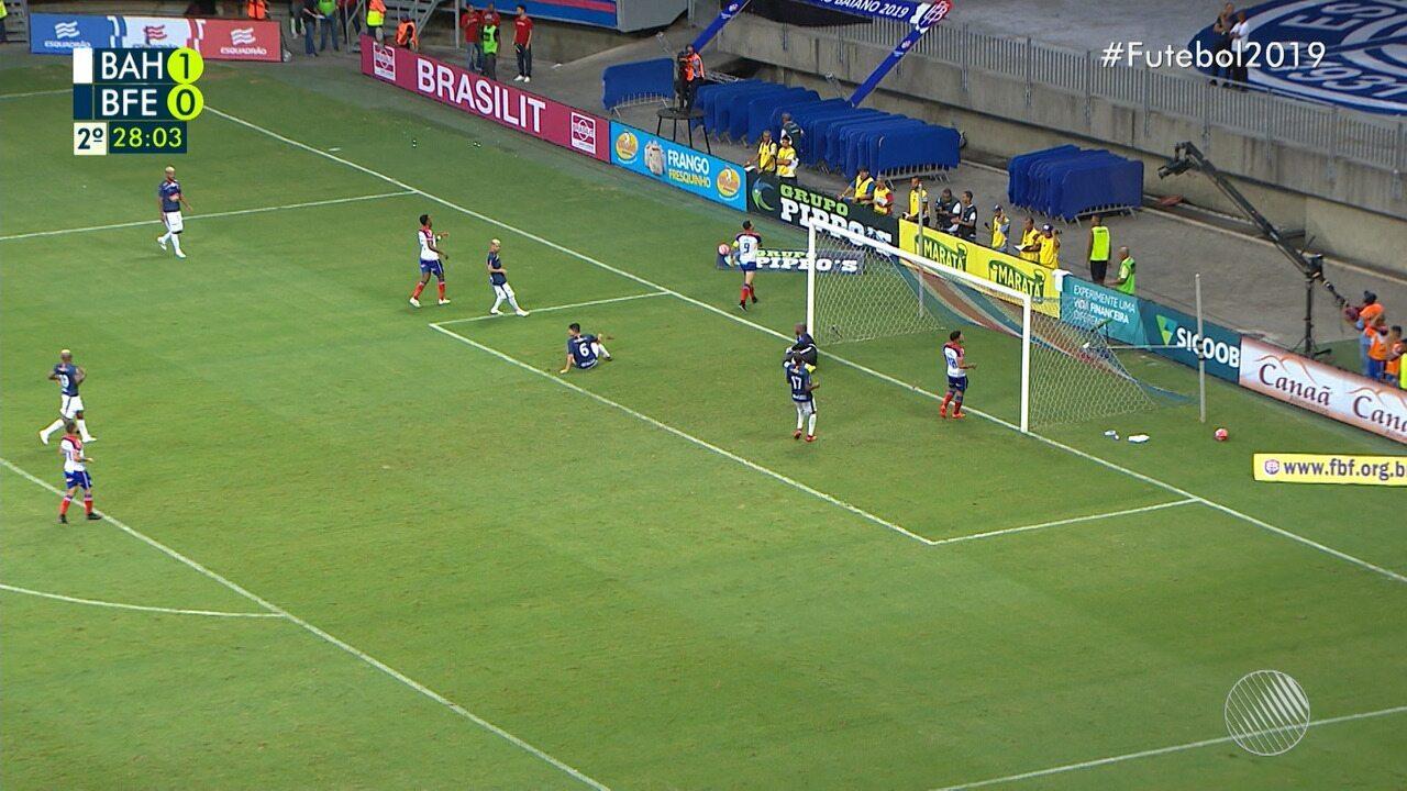 27': Gilberto chuta com perigo mas Jair faz grande defesa
