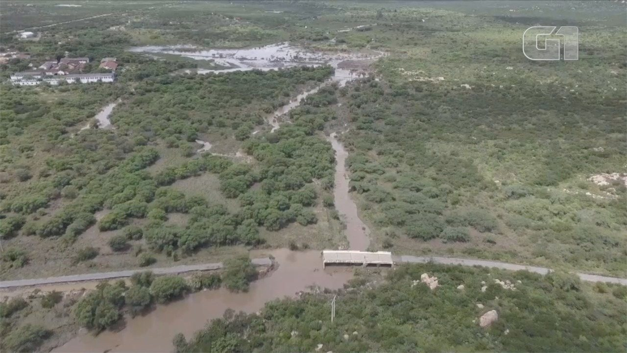 Vídeo mostra barragem rompida e ponte destruída por enxurrada
