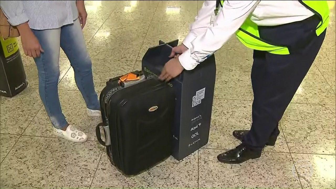 Resultado de imagem para Despacho de bagagem de mão fora do padrão começa em aeroportos de Guarulhos e Salvador