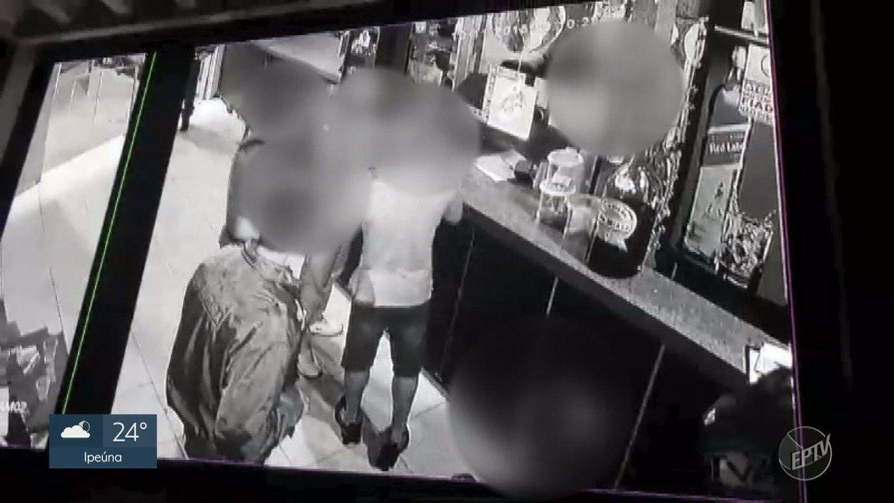 Vídeo mostra guardas de Indaiatuba presos por tortura e abuso agredindo homem em bar