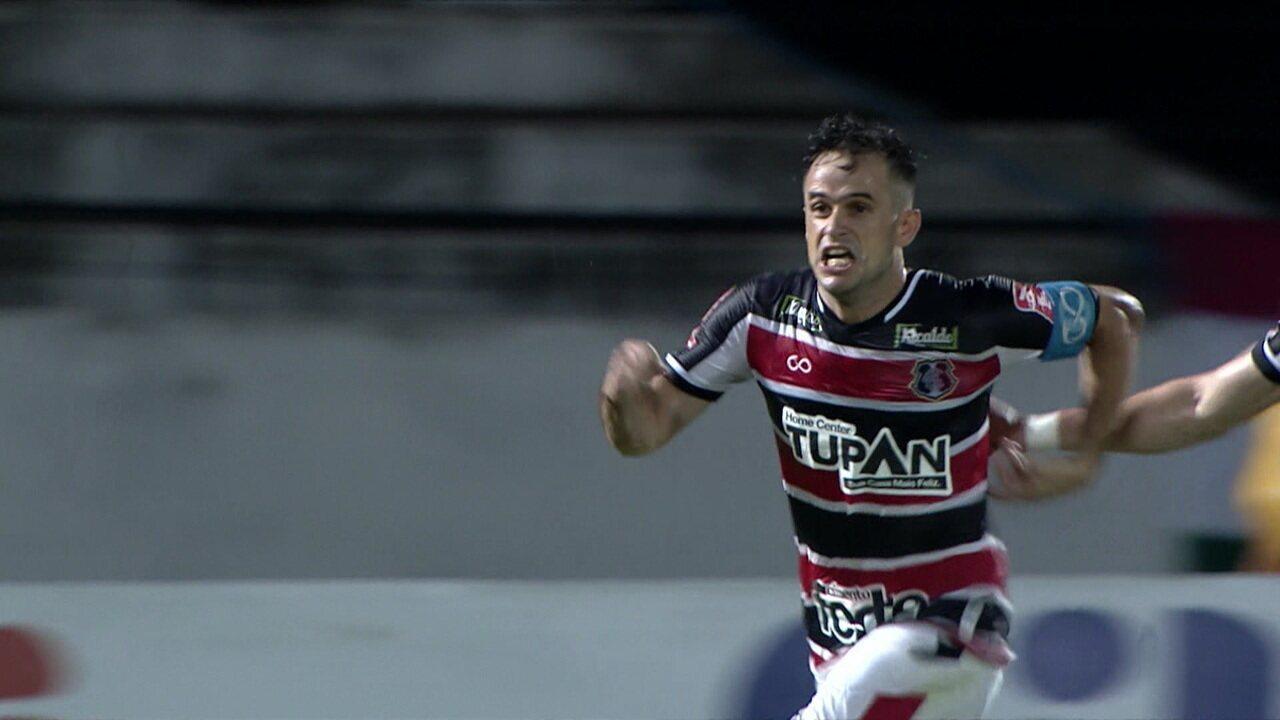 Gol do Santa Cruz! Em bobeira do Fluminense, Augusto disparou com velocidade, tentou driblar o goleiro e a bola sobrou para Pipico. O atacante não desperdiçou, aos 30' do 2ºT