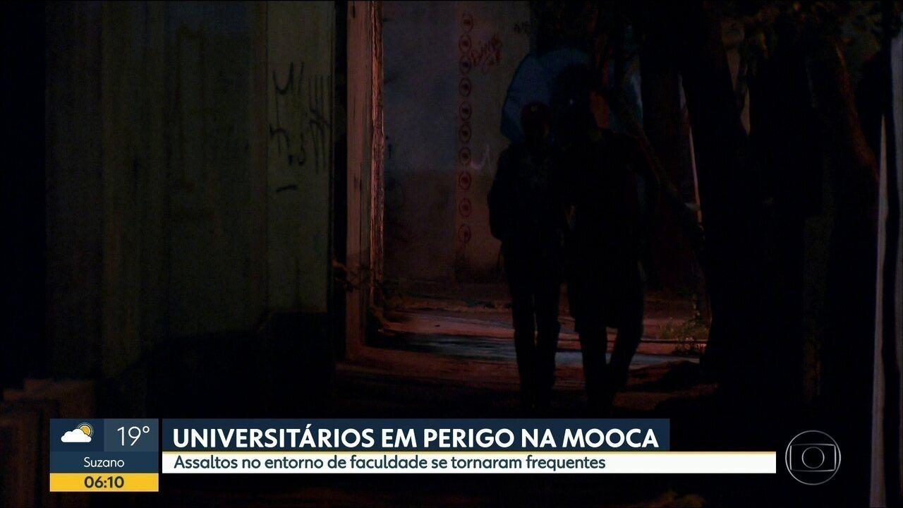 Alunos reclaman de falta de segurança na saída de uma faculdade na Mooca, na Zona Leste