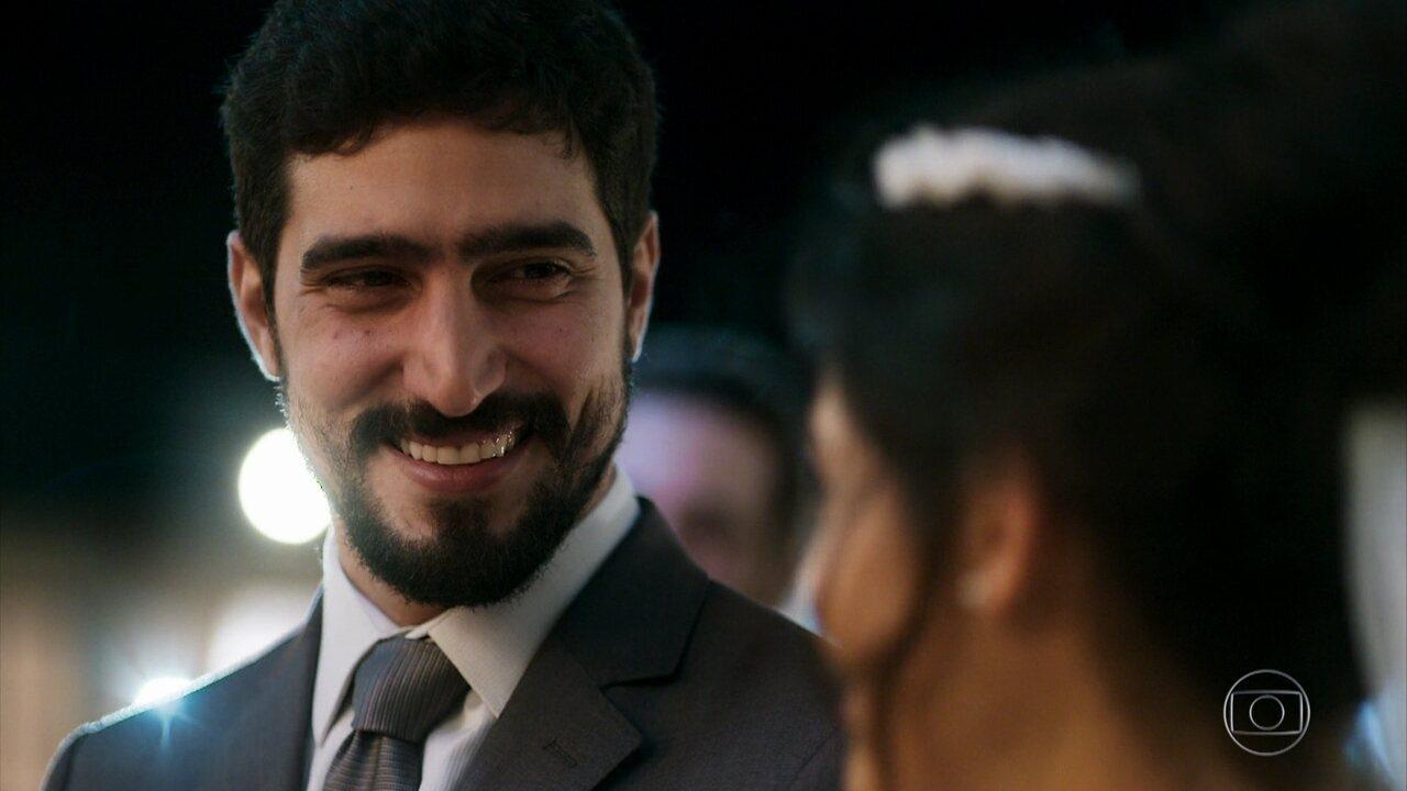 Jamil e Laila se casam