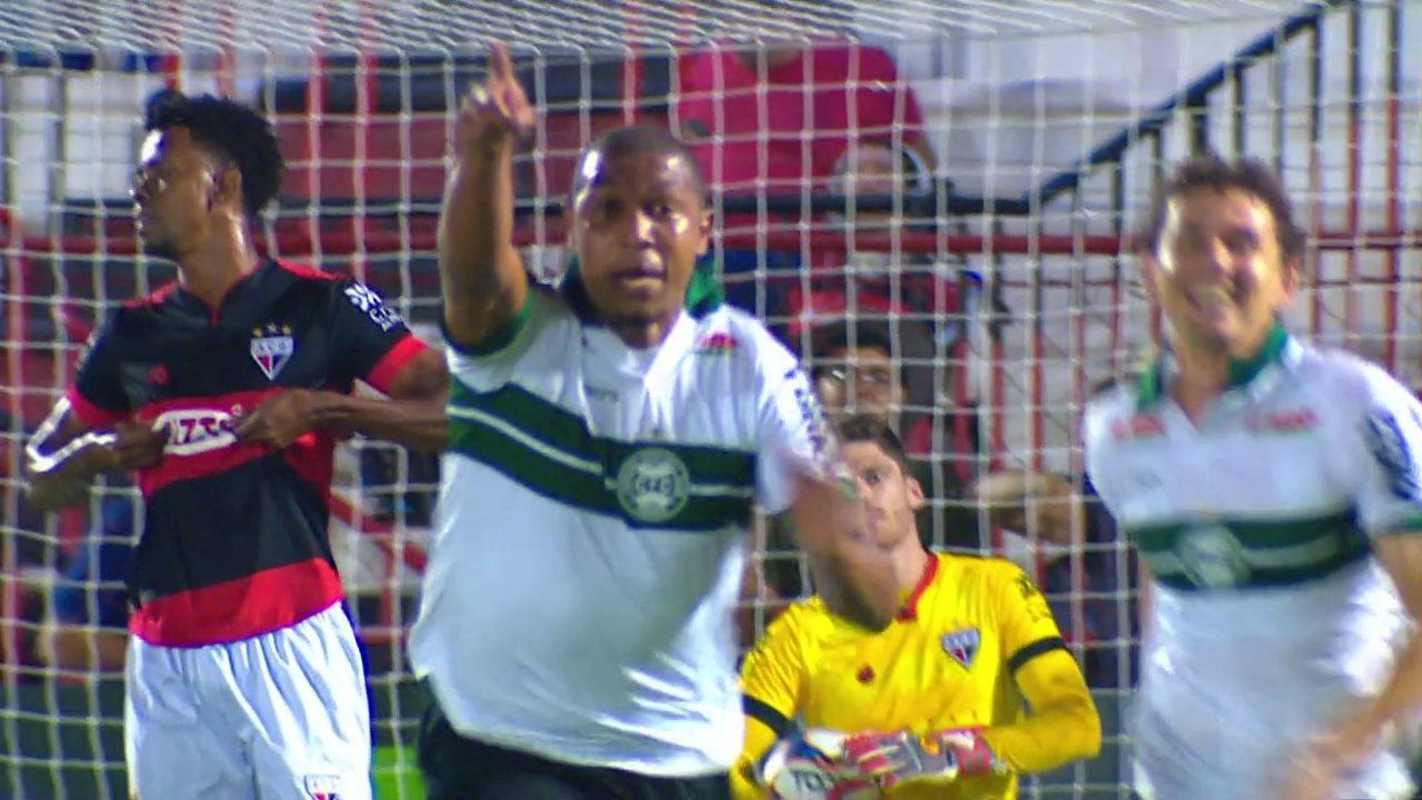 Gol do Coritiba! Rodrigão cabeceia firme e faz Atlético-GO 0x1 Coritiba aos 15 do 1° tempo