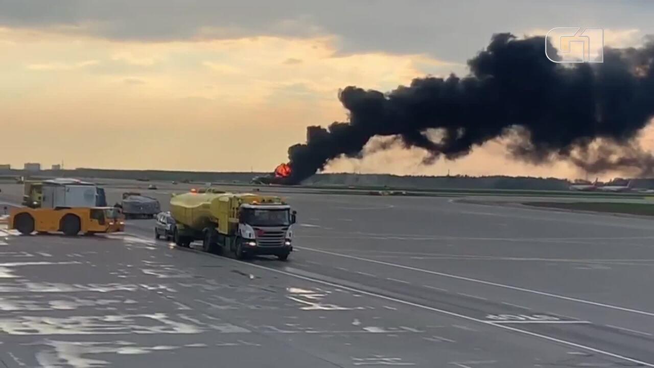 Avião faz pouso de emergência em aeroporto da Rússia após fogo a bordo