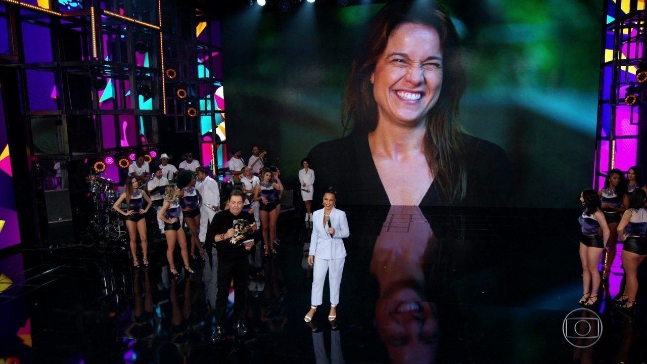 Fernanda Gentil pede música para Ivete