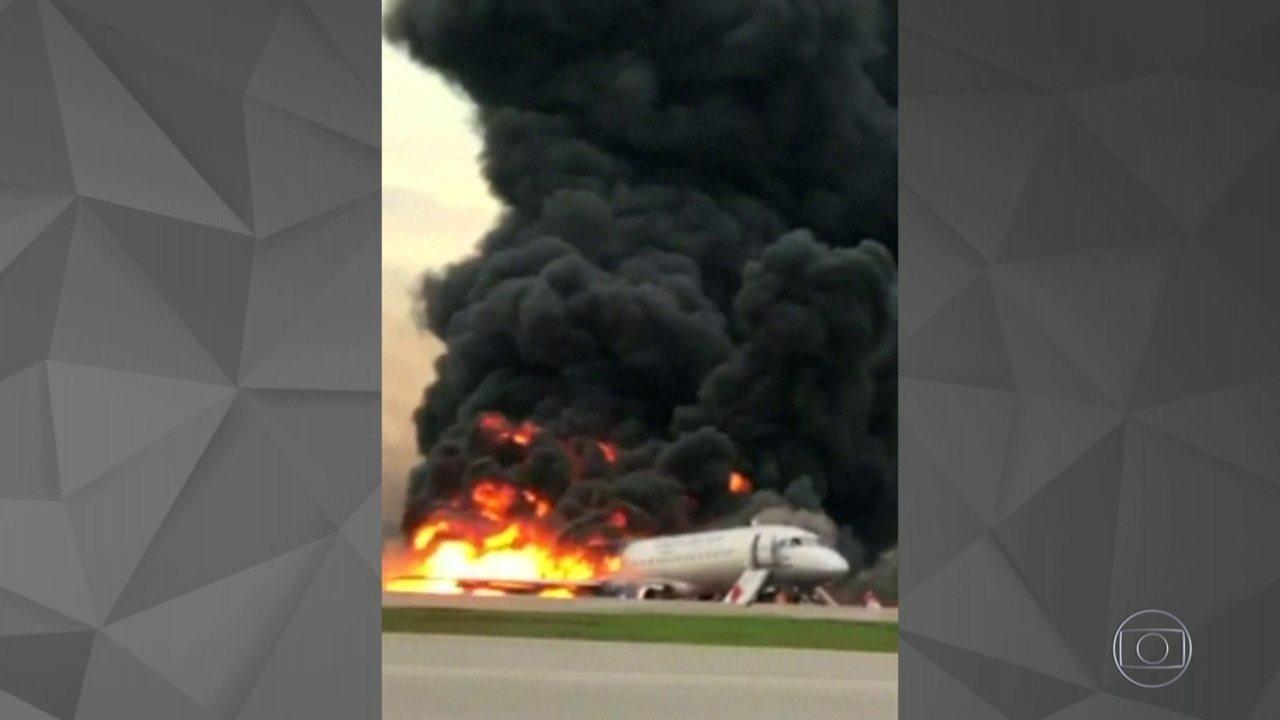 Incêndio em avião na Rússia mata 41 pessoas