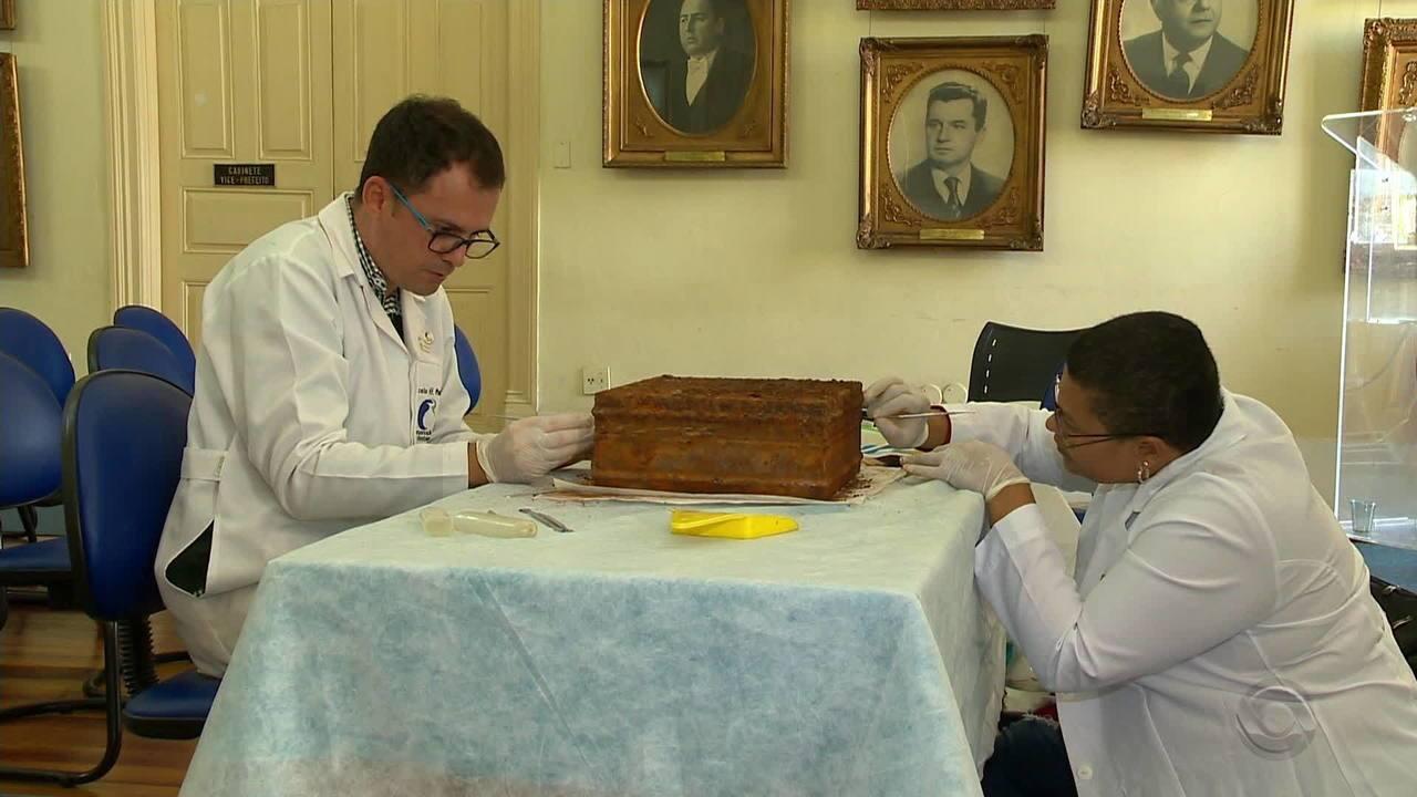 Cápsula do tempo é encontrada em Pelotas e vira assunto na cidade