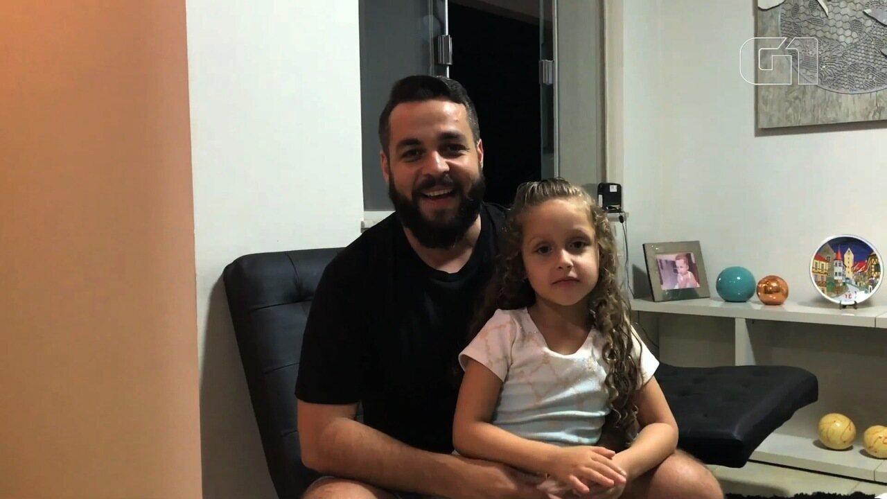 Pai viúvo se veste de 'mãe' para participar com filha de festa do Dia das Mães, em Goiânia