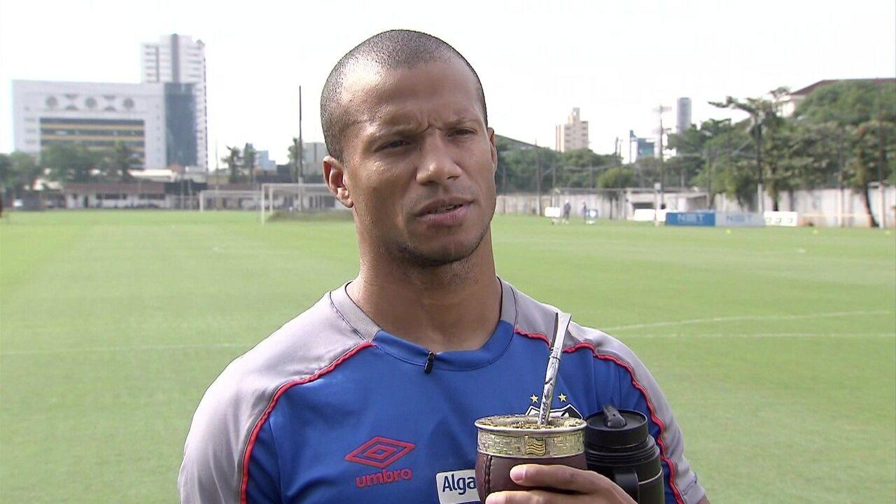 c2b083258 Uruguaio Carlos Sanchez conquista torcida do Santos