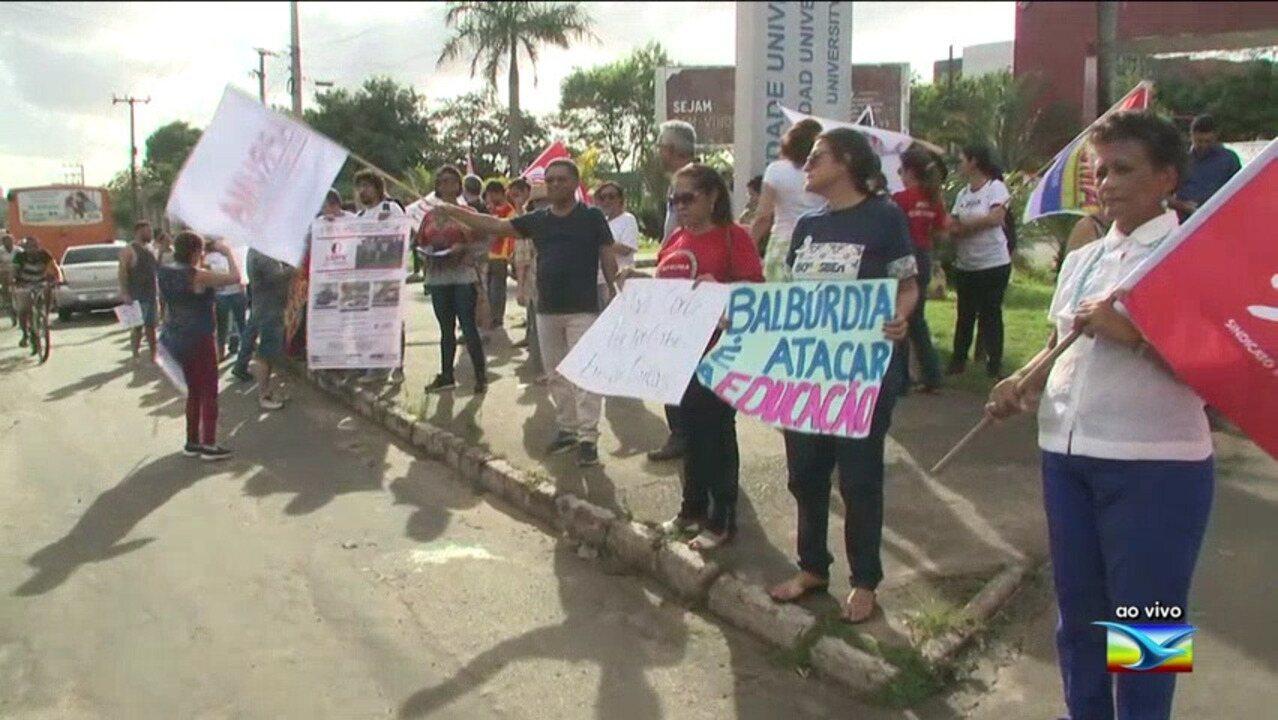 Manifestantes realizam ato contra bloqueios na educação no Maranhão