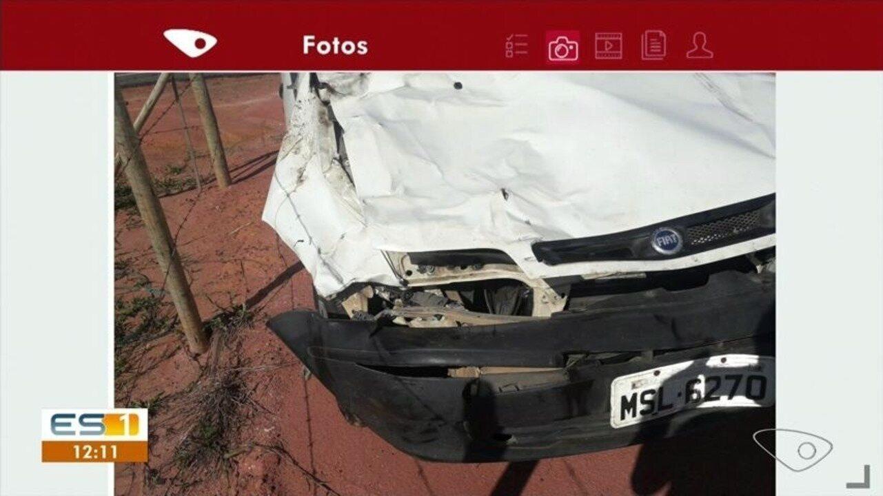 Cavalo solto na pista provoca acidente em Marataízes, ES