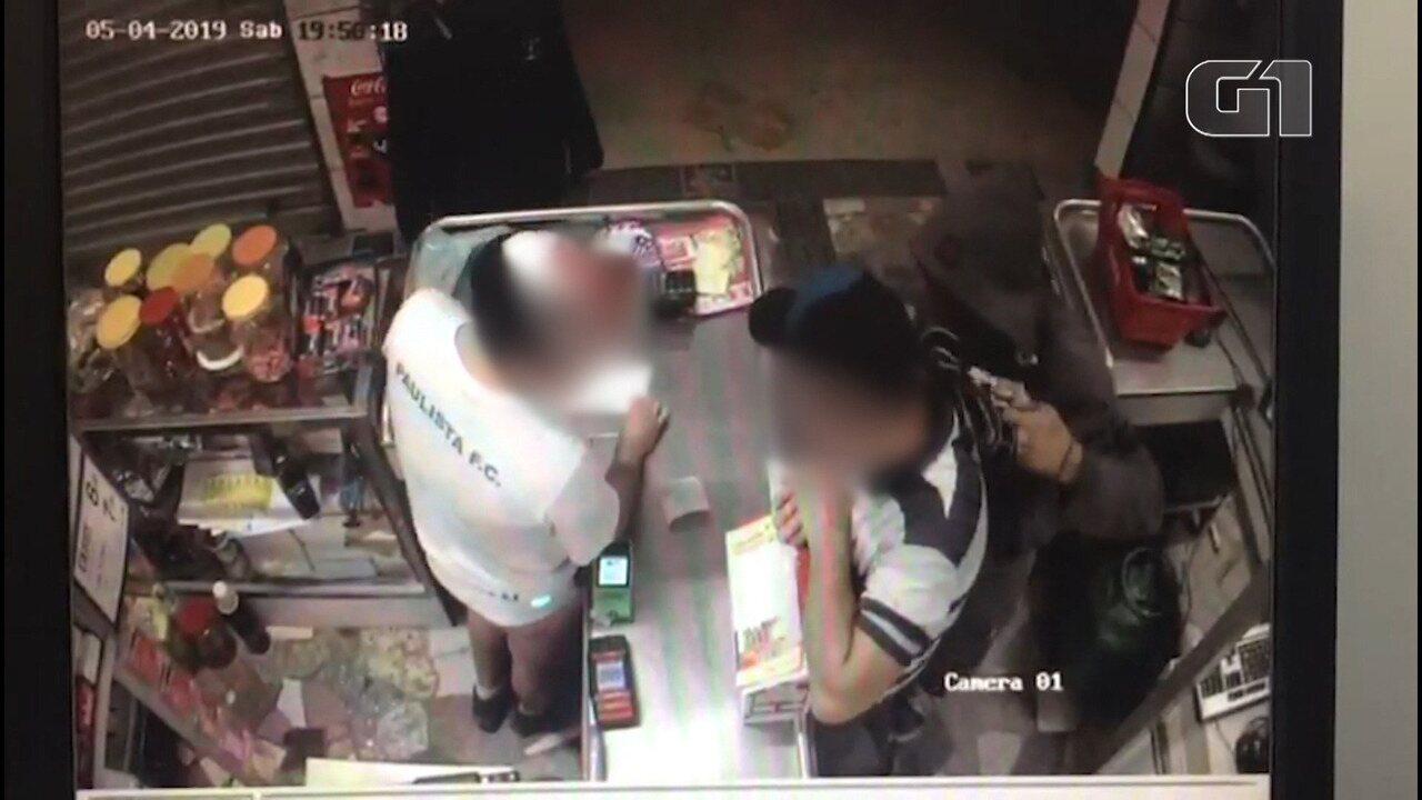 Câmera flagra assalto a mercado em Bragança Paulista