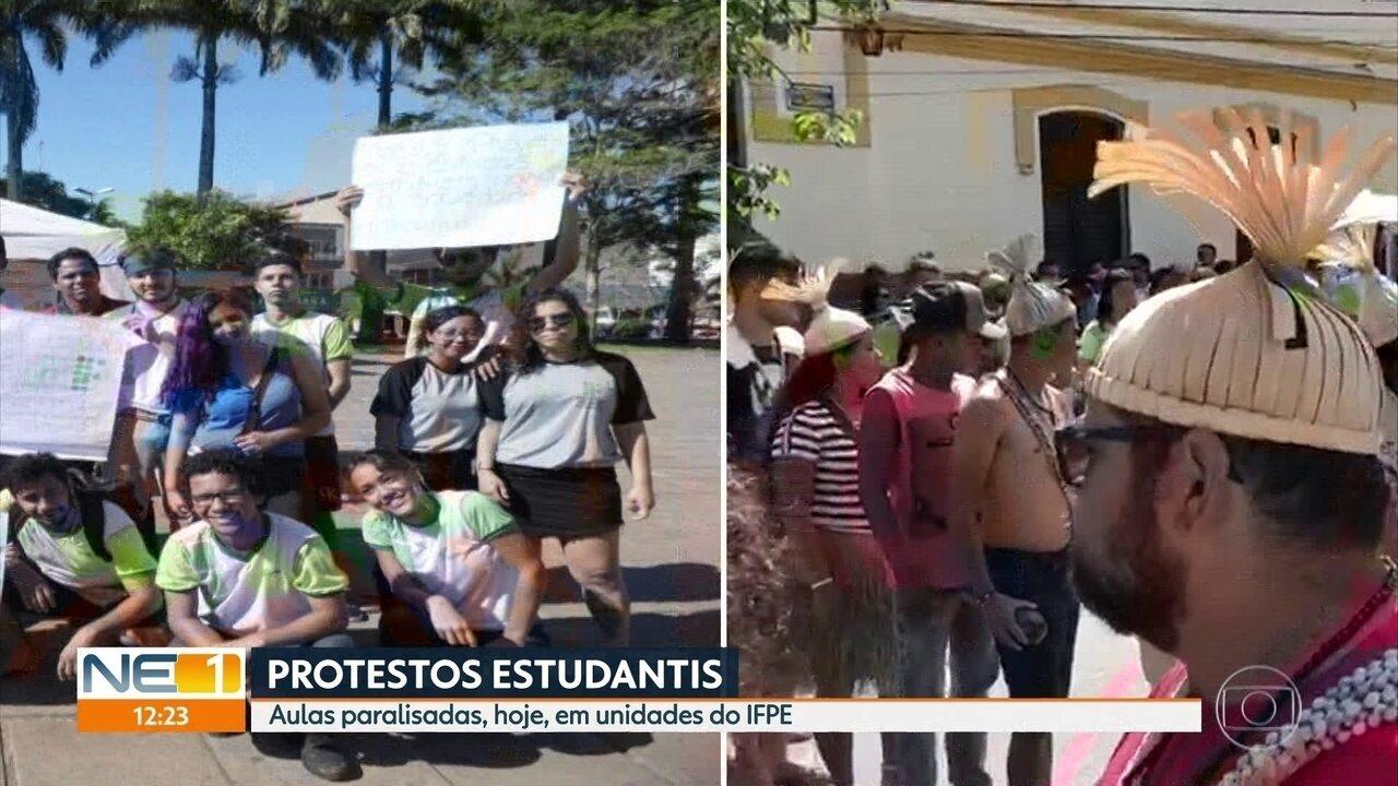Estudantes protestam contra bloqueios nas verbas das instituições federais de ensino