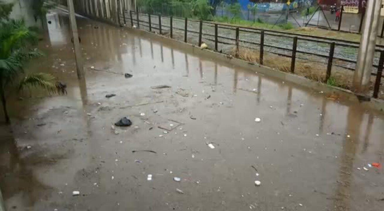 Chuva forte deixa BH em alerta - Lucas Franco/Globo