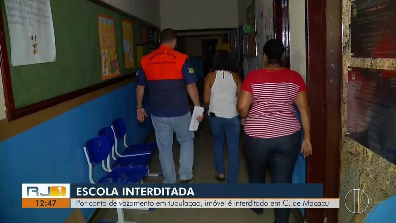 Vazamento em tubulação interdita escola em Cachoeira de Macacu