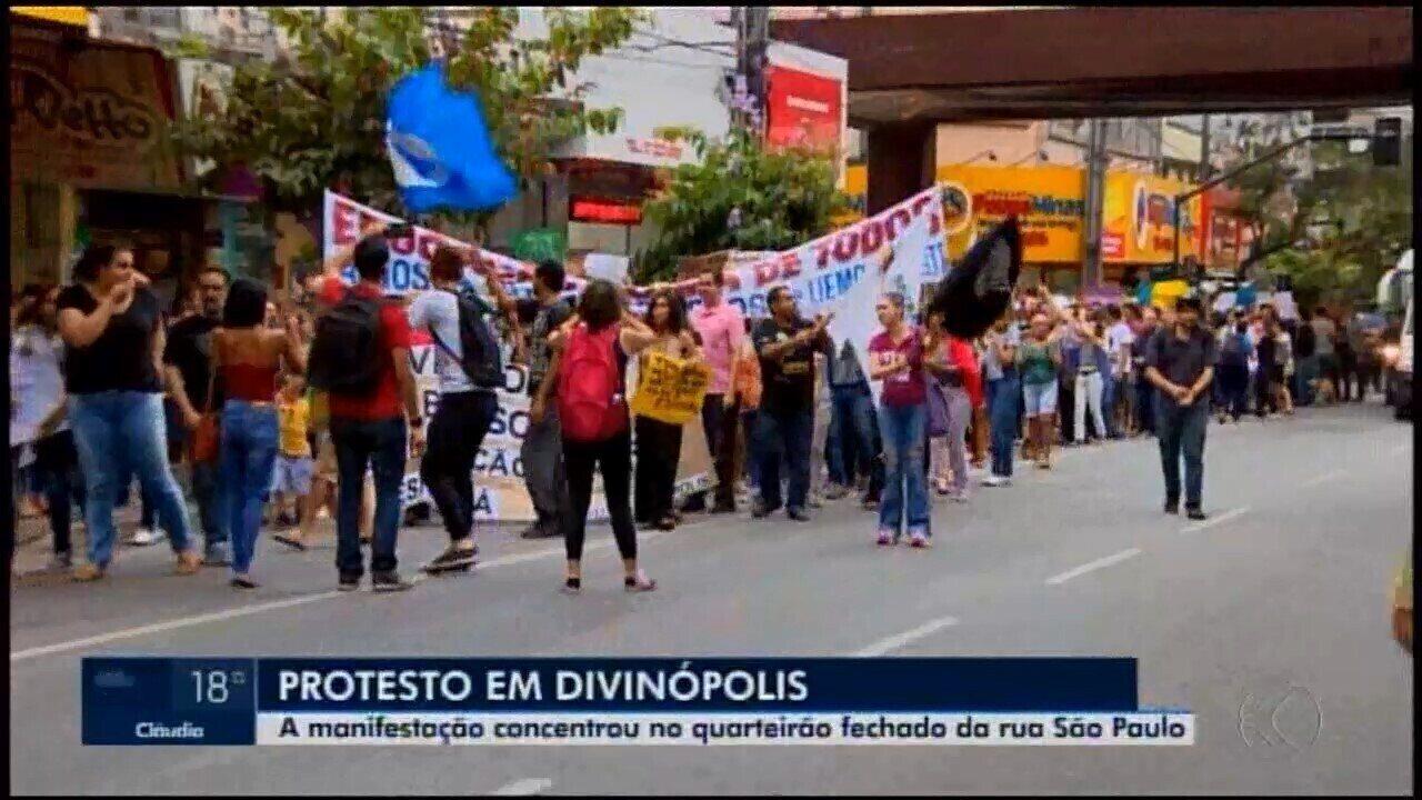 Protestos em Divinópolis e Araxá contra o bloqueio de recursos da Educação e da reforma