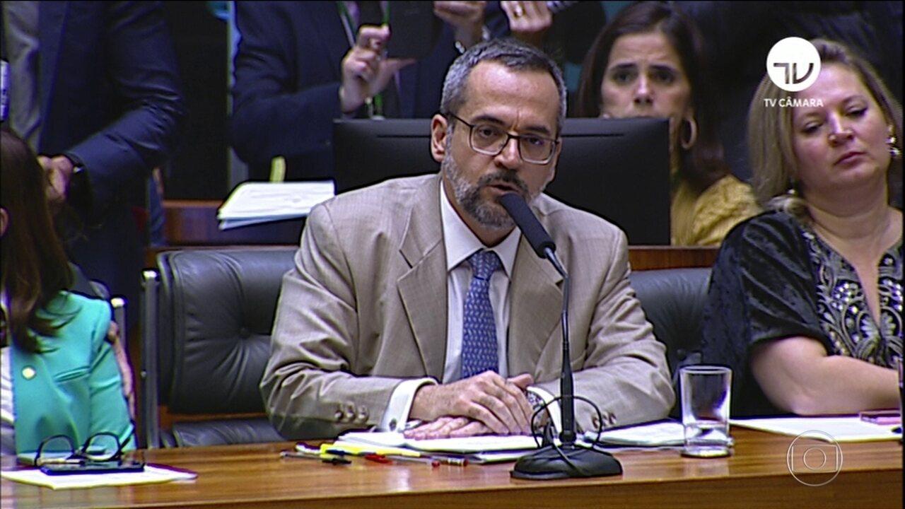 Ministro da Educação vai à Câmara explicar bloqueio na educação