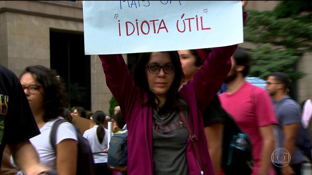 Manifestantes protestam também contra declaração de Bolsonaro