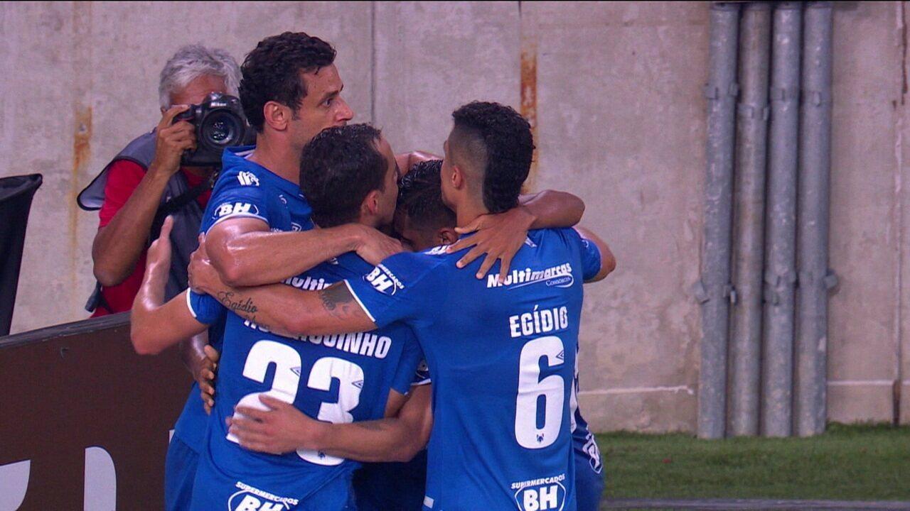 Gol do Cruzeiro! Pedro Rocha recebe, coloca na frente e abre o placar, aos 12' do 2º Tempo