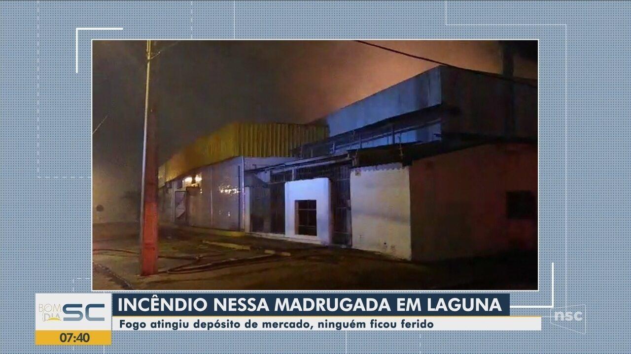 Incêndio destrói depósito de mercado em Laguna