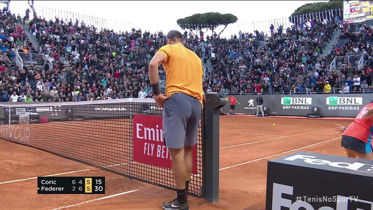 Federer surpreende Coric com bola no contrapé no Masters 1000 de Roma