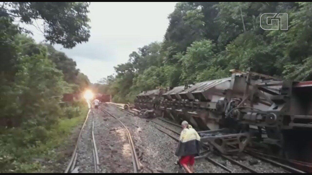 Vagões descarrilam, derrubam mais de mil toneladas de soja e bloqueiam ferrovia