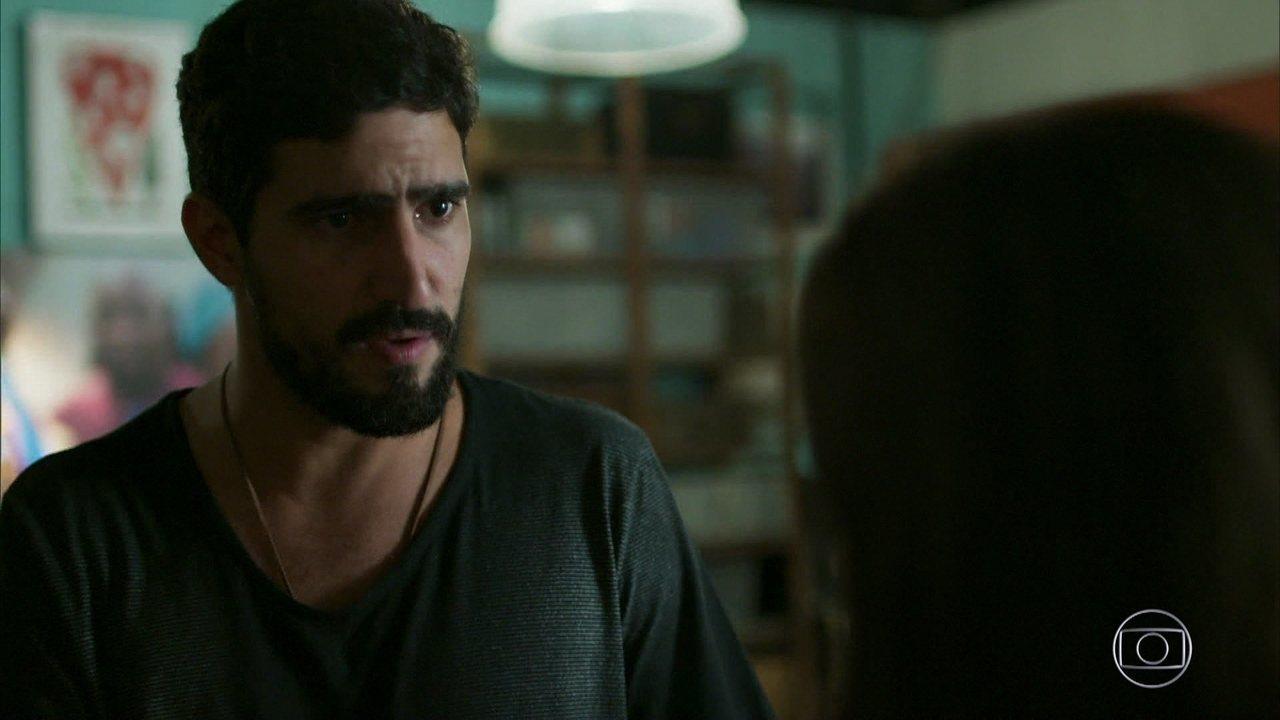 Jamil se irrita com a proximidade entre Laila e Bruno