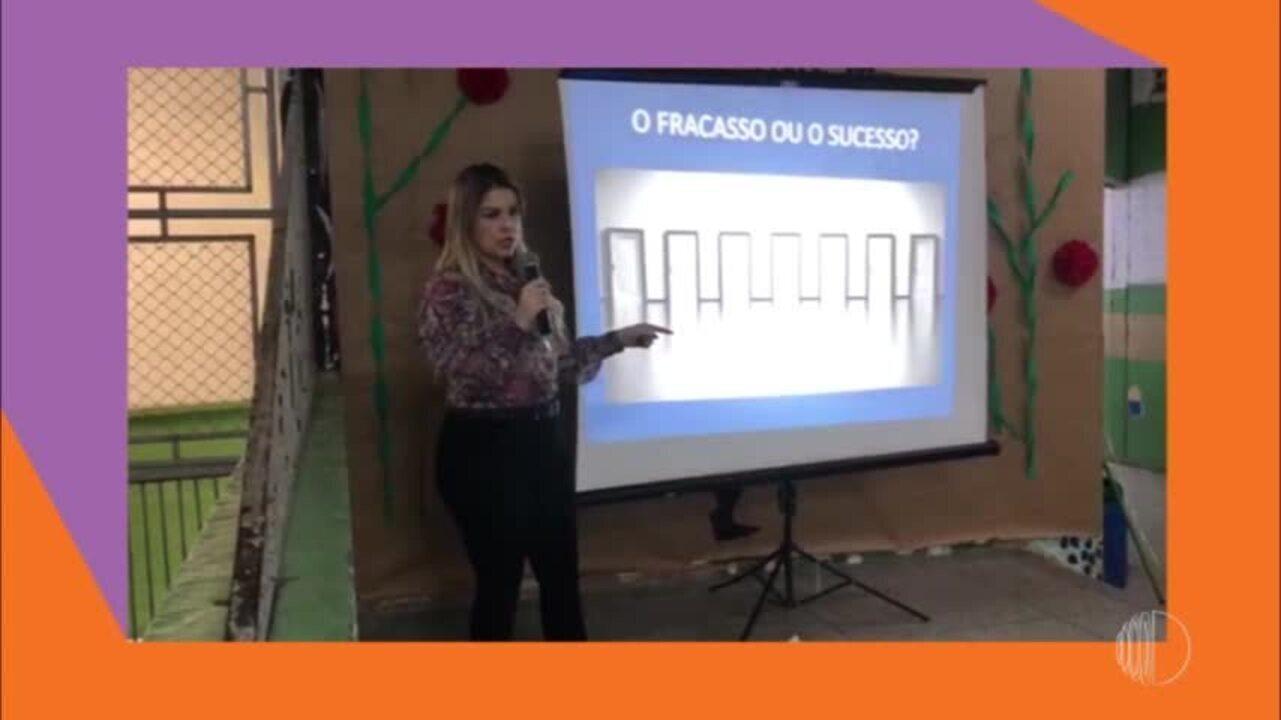 A Tatiane saiu da periferia e hoje dá palestras motivacionais para jovens