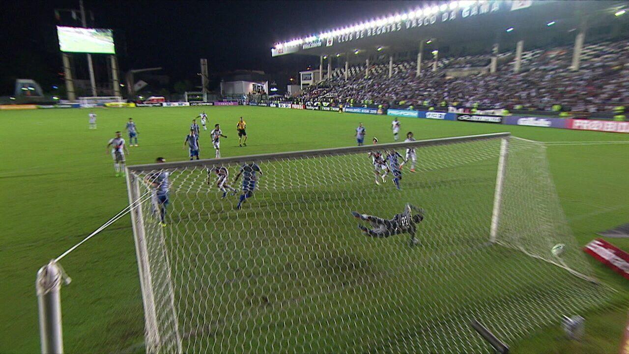 Rossi deu a assistência para o gol de Ricardo contra o Avaí