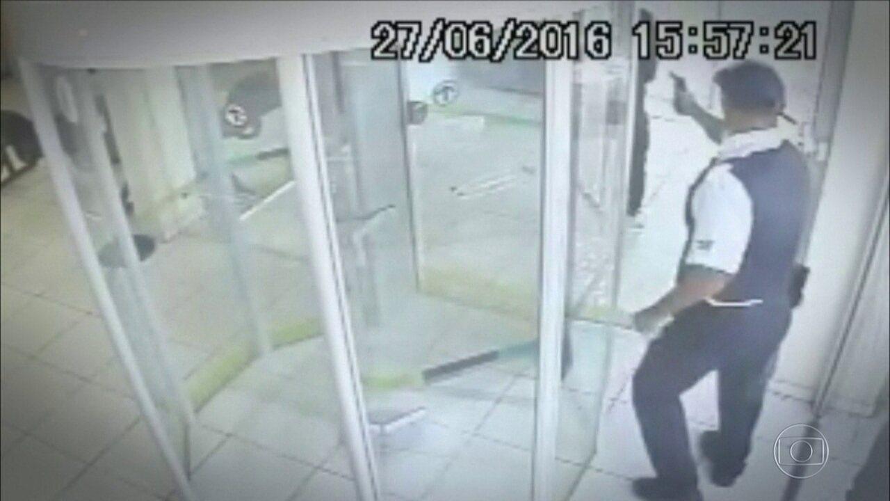 Clientes de bancos viram vítimas de quem deveria apenas proteger as agências de bandidos