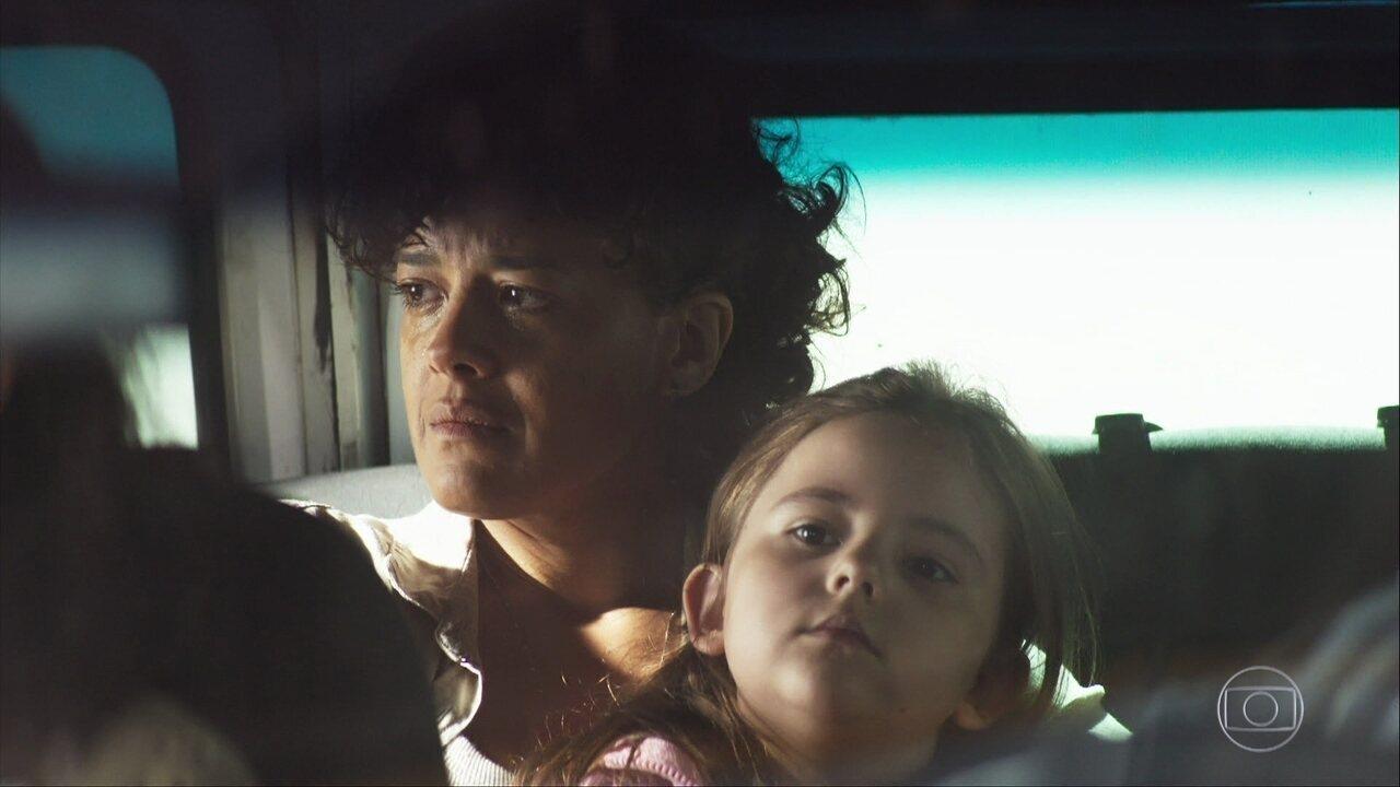 Zenaide é obrigada a fugir com Virgínia para Vitória