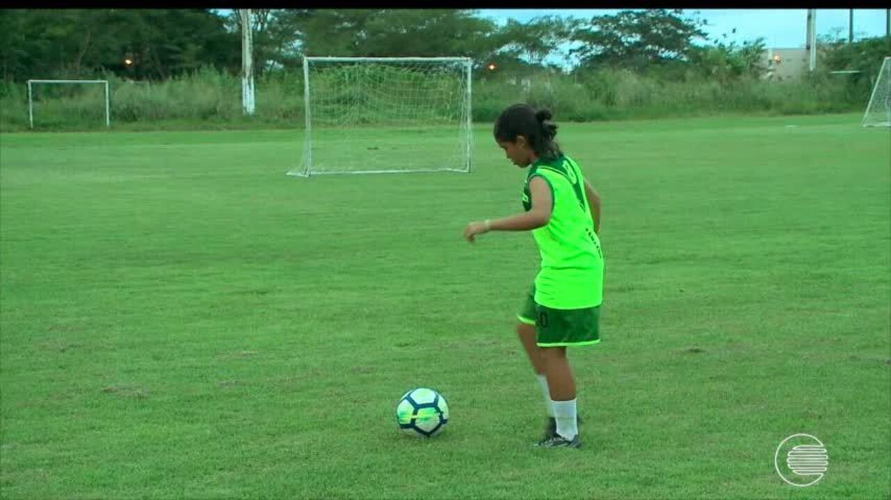 Aos 14 anos, jogadora se torna joia do Tiradentes-PI