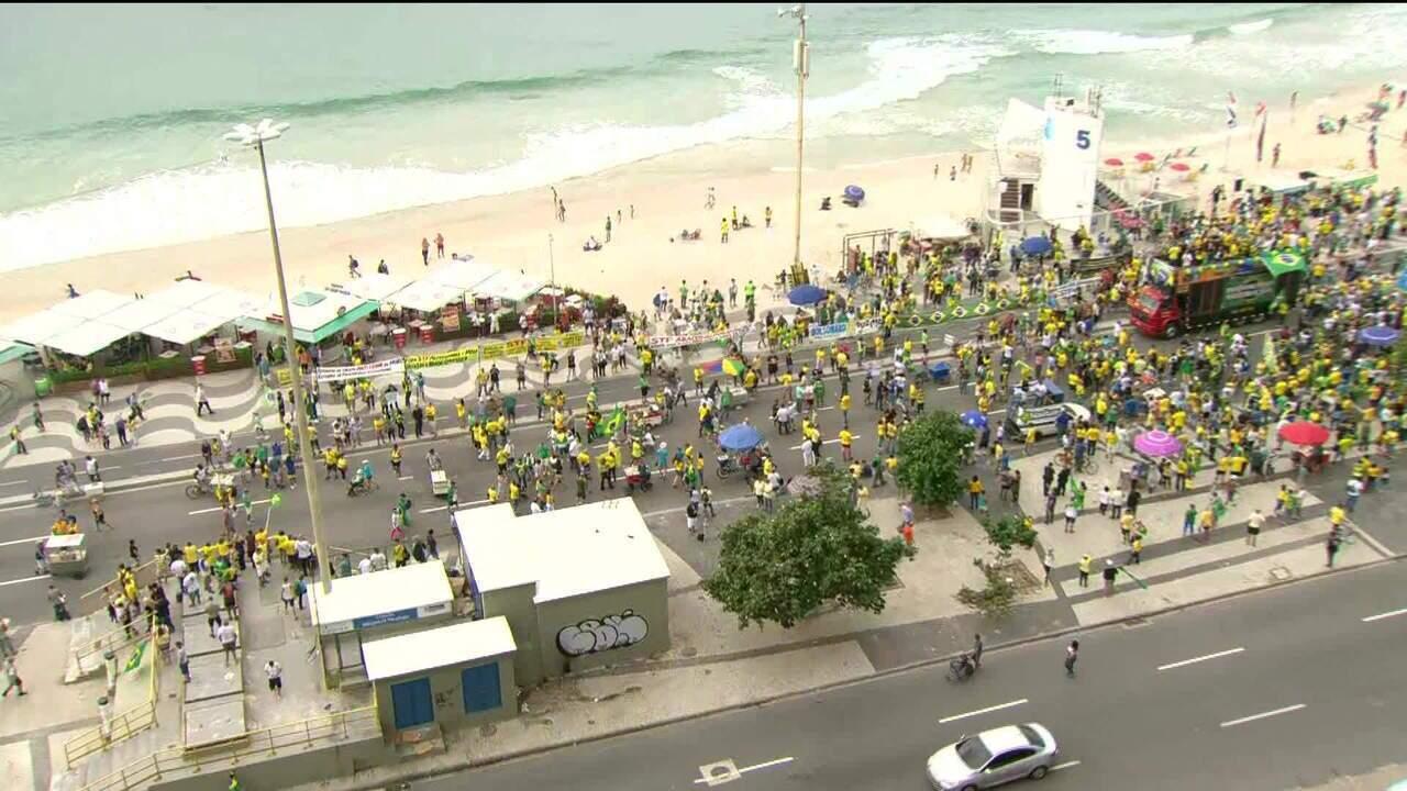 Manifestantes vão às ruas em apoio a Bolsonaro e às reformas do governo